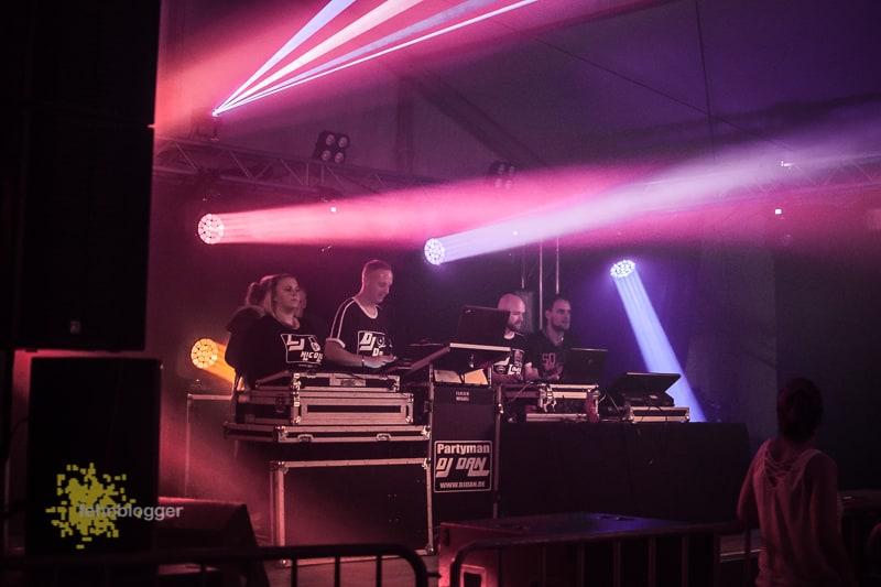 DJ Dan und Stagecrew Blaulichtparty Burlage