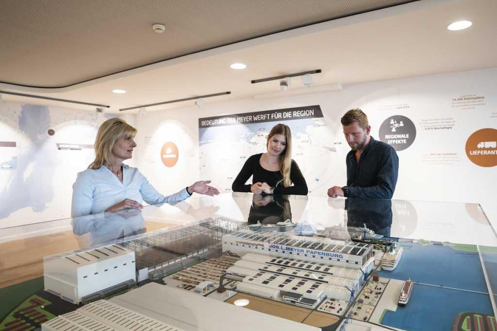 Stellenangebot Gästebetreuer für das Meyer Werft Besucherzentrum